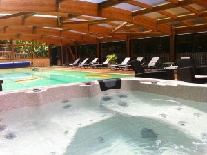 Location sarlat avec piscine couverte chauffée