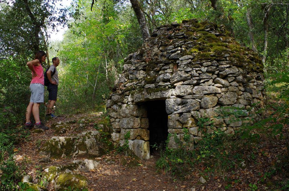 visite-guidee-offerte-la-roque-gageac-avec-bories-par-le-guide-du-village-du-paille-perigord-noir-dordogne