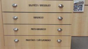 la maison du piage , les tiroirs