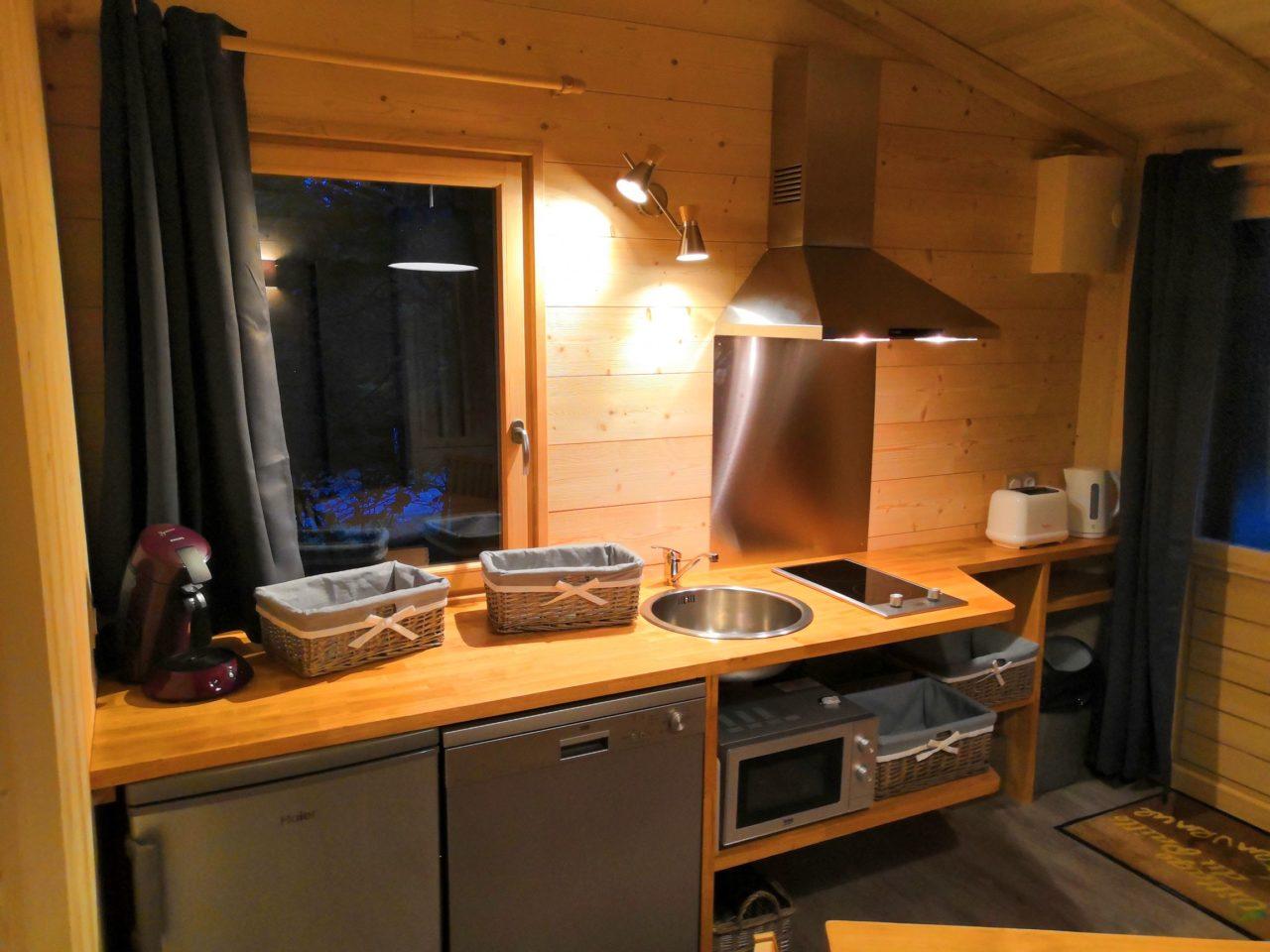 cuisine cosy cabane insolite avec sauna hammam spa jacuzzi Sarlat Dordogne